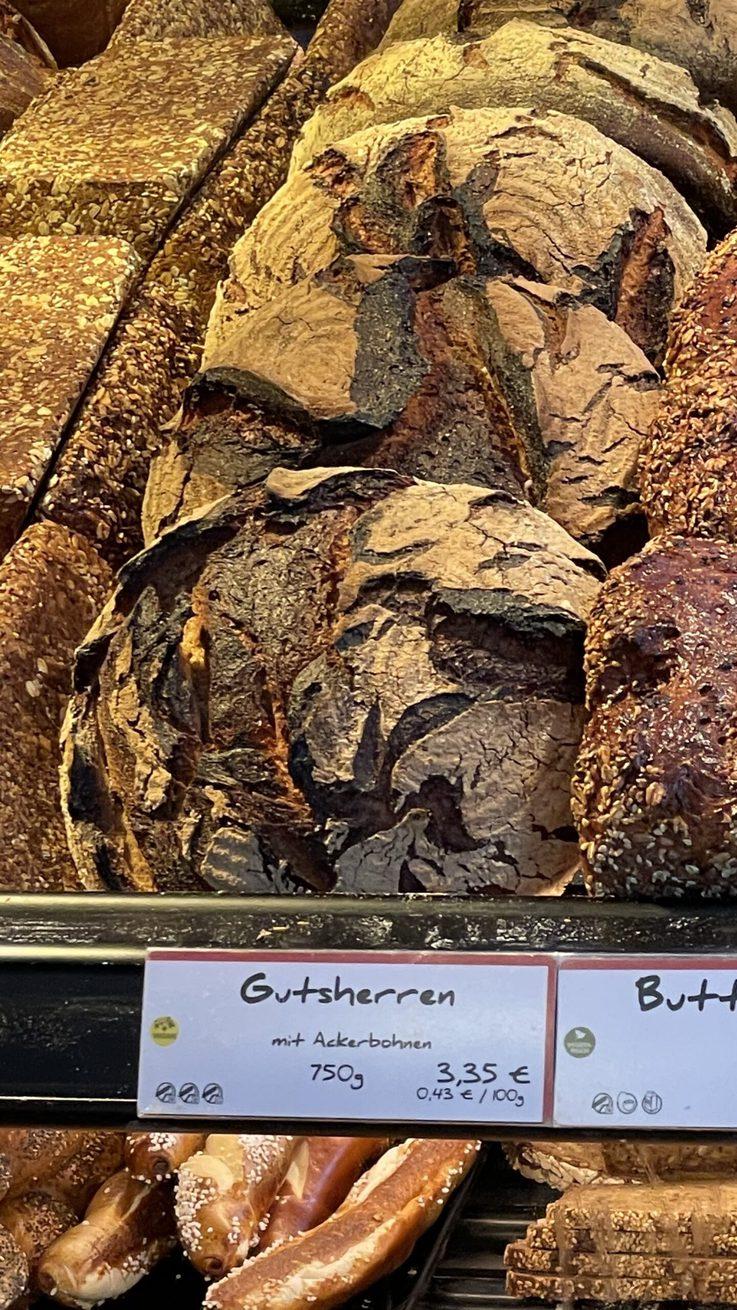 Frisches Gutsherren-Brot mit 45% Ackerbohnenmehl